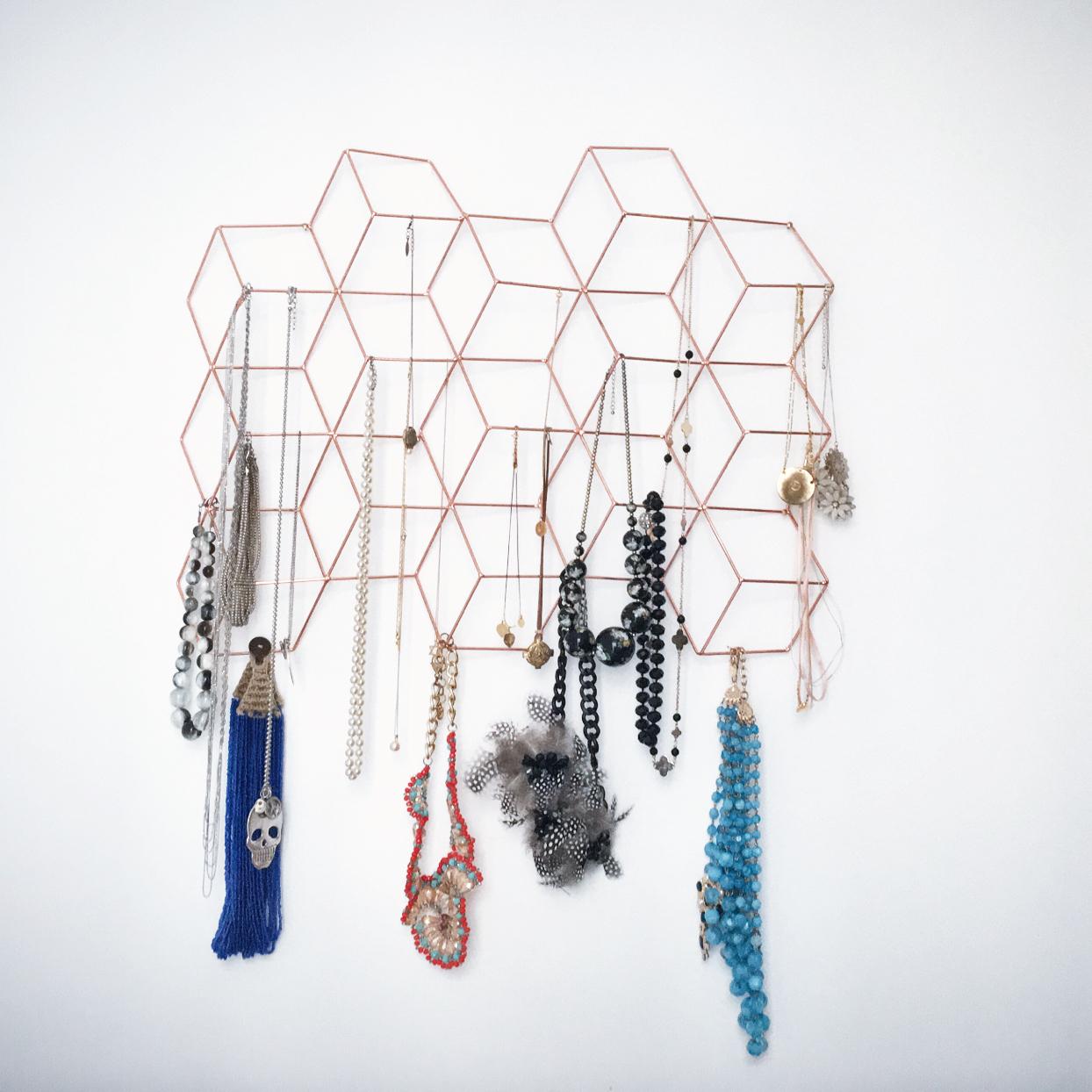 comment ranger ses colliers ? le cadre photo détourné - the célinette